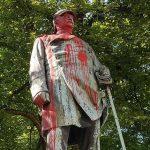 Farbe gegen Bismarck-Statue