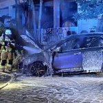 Fahrzeug der Französischen Botschaft abgefackelt