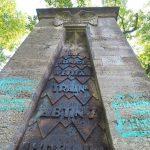 Farbe gegen Soldaten-Denkmal