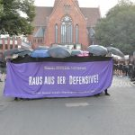 Steinwürfe und Barrikadenbau bei Demo