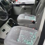 Polizeifahrzeuge beschädigt