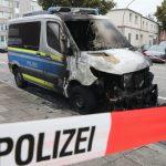 Fahrzeug der Polizei angezündet