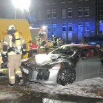 Autos angezündet und weitere beschädigt