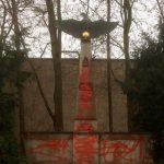 Farbanschlag auf Kriegerdenkmal