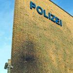 Bitumen gegen Polizeiwache