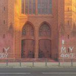 Farbe gegen Kirche