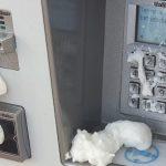 Diverse Fahrkartenautomaten verklebt