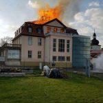"""Neo-Nazi-Treffpunkt """"Rittergut Guthmannshausen"""" in Flammen"""