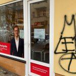 Scheibe an SPD-Büro eingeschlagen