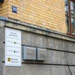 """Steine und Farbe gegen """"Haus des Jugendrechts"""", Steine gegen Polizeidienststelle"""