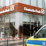 Filialen der Commerzbank und Deutschen Bank angegriffen