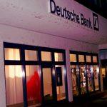 Farbe gegen Deutsche Bank