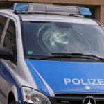Steine gegen Polizei bei Sponti