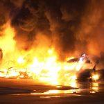 Transporter-Flotte von Autoverleih SIXT in Flammen