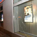 Immobüros, Banken und Geschäfte eingeworfen