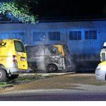 Feuer an Fahrzeugen der Deutschen Post gelegt, Fahrzeug einer Wohnungsbaugesellschaft ausgebrannt