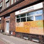 Scheiben bei Immofirma 'Berlinhaus' zerstört
