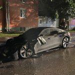 Luxus-Audi e-Tron in Flammen